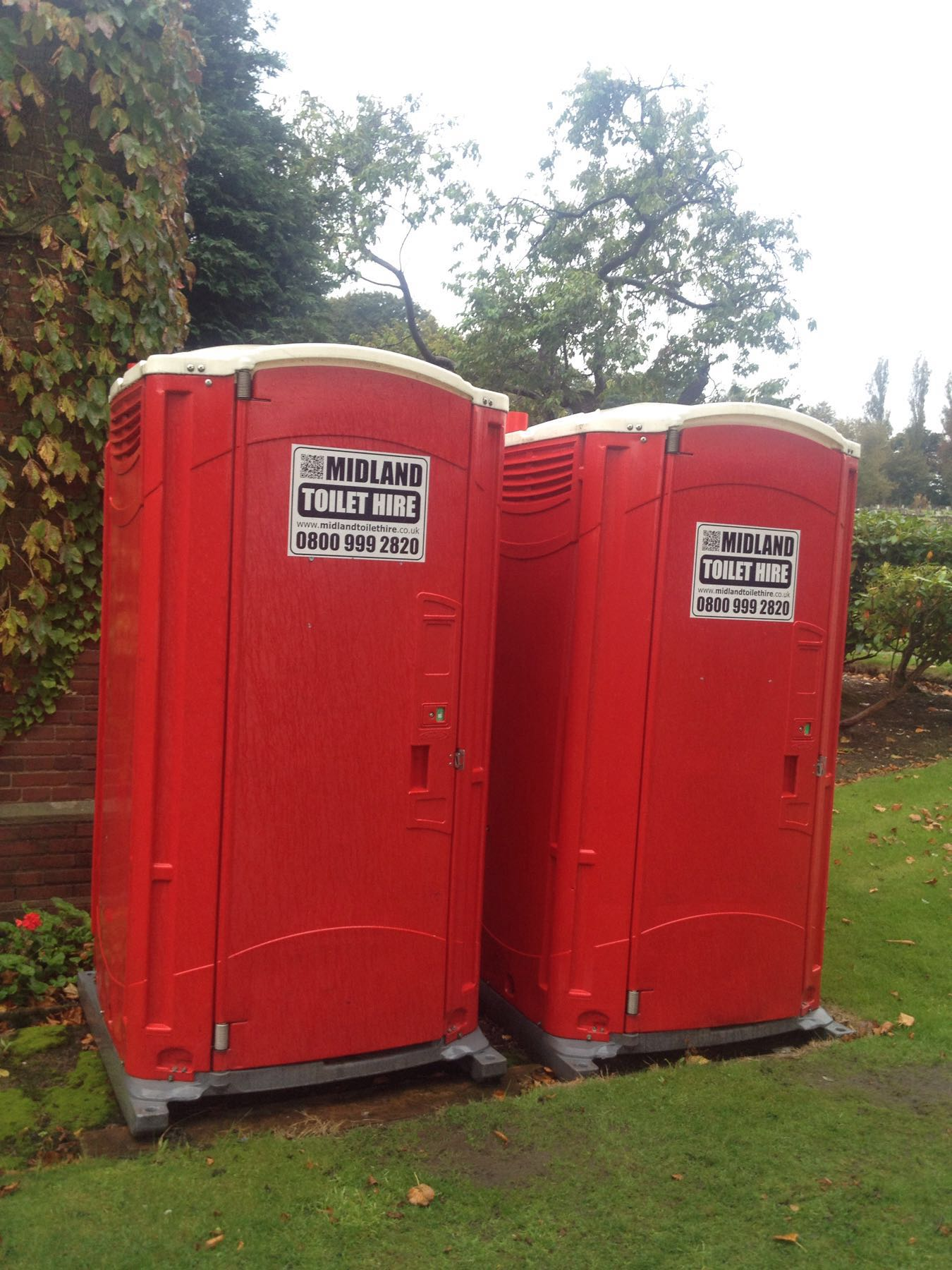 Portable Toilet Hire Red in the Midlands